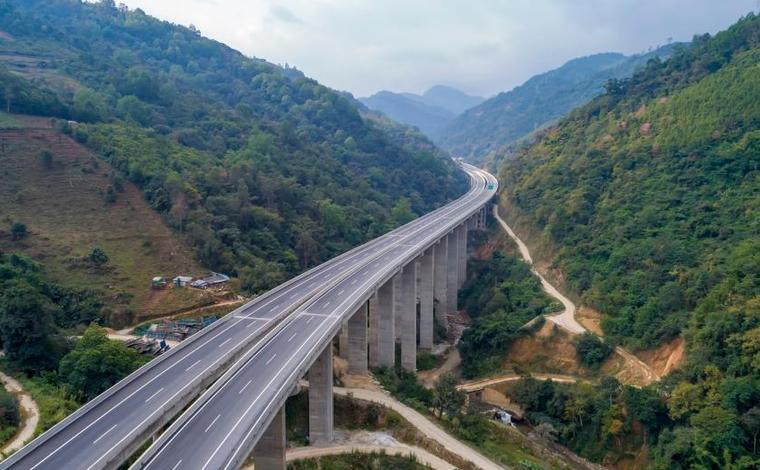 雲南思瀾高速建成通車